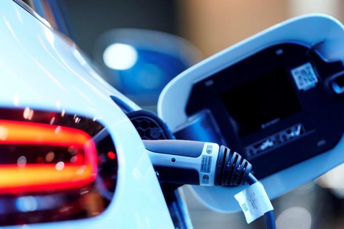 Порт для зарядки на электромобиле Mercedes Benz EQC 400 4Matic на Канадском международном автошоу в Торонто, Онтарио, Канада, 13 февраля 2019 г. (Марк Блинч / Reuters)   Epoch Times Россия