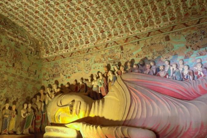 Dunhuang caves 696x452 1 676x450 1 - Жёлтый цвет в китайской культуре имеет особое значение