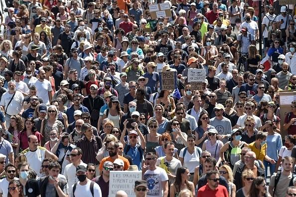 Массовые выступления против обязательного вакцинирования и санитарного пропуска. (Photo SEBASTIEN SALOM-GOMIS/AFP via Getty Images)   Epoch Times Россия