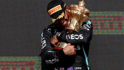 Хэмилтон выиграл Гран-при «Формулы-1», отправив в больницу главного соперника