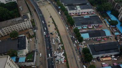 Из затопленного туннеля в Центральном Китае извлекают тела погибших