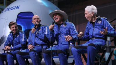 Компания Blue Origin Джеффа Безоса опубликовала видео из капсулы в космосе