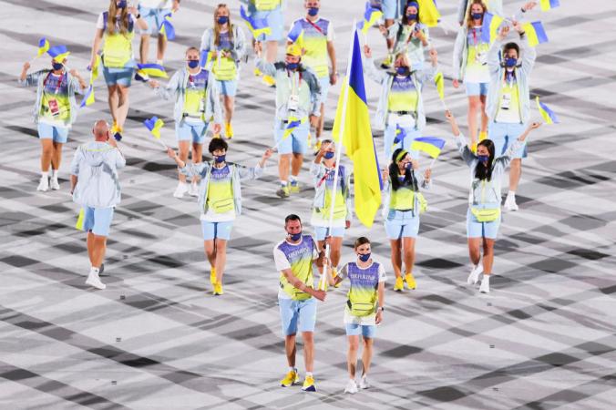 Сборная Украины на открытии Олимпиады-2020 в Токио.Фото: by Clive Brunskill/Getty Images   Epoch Times Россия