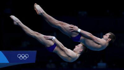 Россияне Александр Бондарь и Виктор Минибаев завоевали бронзу по синхронным прыжкам в воду с вышки на Олимпиаде в Токио