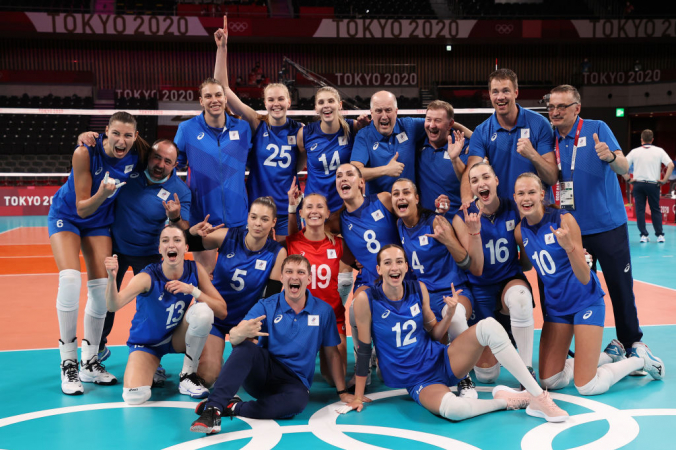 Российские волейболистки после победы над командой США на Олимпиаде в Токио, 31 июля 2021 года. Фото: Toru Hanai/Getty Images   Epoch Times Россия