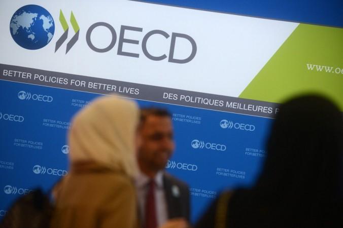 Гости прибывают в штаб-квартиру ОЭСР в Париже, Франция, 27 ноября 2013 г. (Antoine Antoniol / Getty Images) | Epoch Times Россия