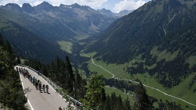 Андорра приглашает посмотреть горную панораму с площадки Тристайн