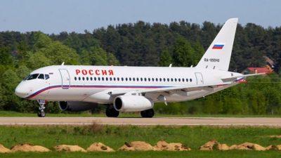 Из-за духоты в самолёте пассажир открыл аварийный люк и задержал вылет на 4 часа