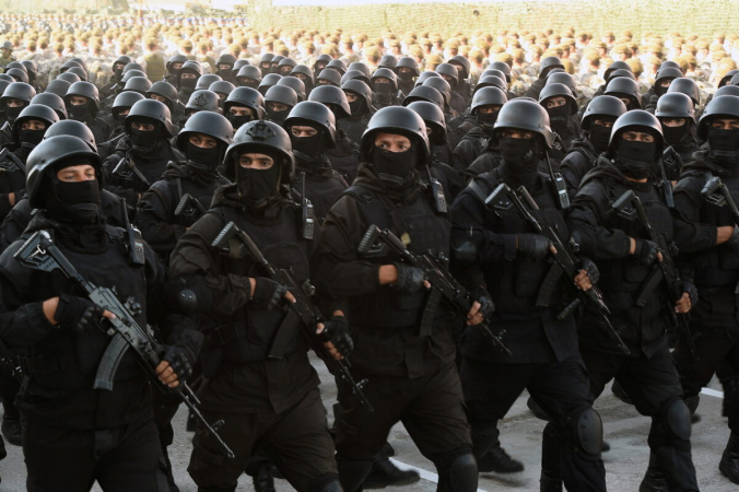 Таджикские военнослужащие маршируют вовремя парада после общенациональных военных учений вДушанбе, Таджикистан, 22июля 2021г. (Tajik Presidential Press Service/Handout via Reuters) | Epoch Times Россия