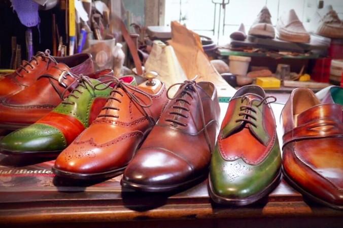 Сапожник делает шикарные кожаные туфли вручную и продаёт их королям, мировым лидерам и знаменитостям