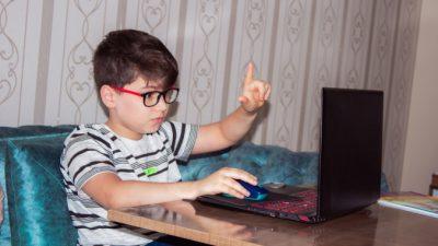 Половину домашних заданий школьников будет проверять искусственный интеллект