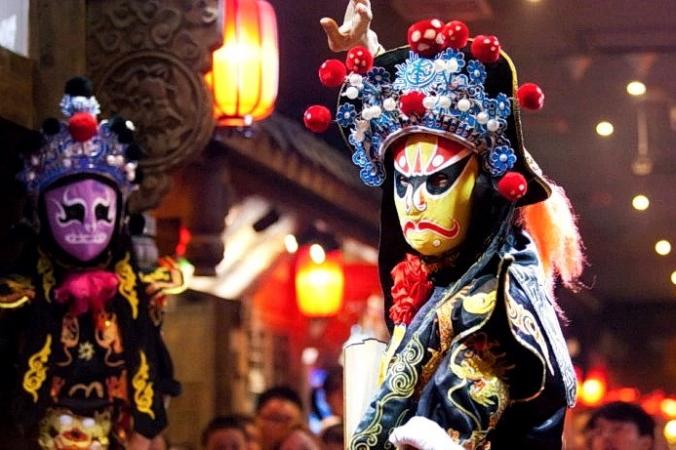 chinese opera 2021 07 13 1022 696x461 0 676x450 1 - Каково значение маски в китайской опере?