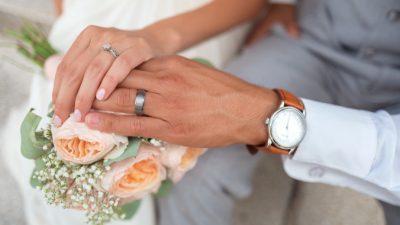 Россиянам разрешили регистрировать брак на дому и в больницах