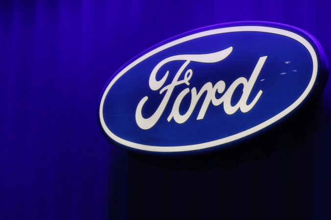 Логотип Ford можно увидеть на Североамериканском международном автосалоне в Детройте, штат Мичиган, 15 января 2019 г. (Брендан МакДермид / Reuters)   Epoch Times Россия