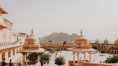 В Индии от удара молнии погибли 11 человек, делавших селфи на фоне храма