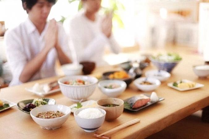 Если вы слышали японскую фразу «итадакимасу», возможно, вы знаете её только как «Давайте поедим» и не подозреваете о более глубоком значении. (Изображение: <a href=