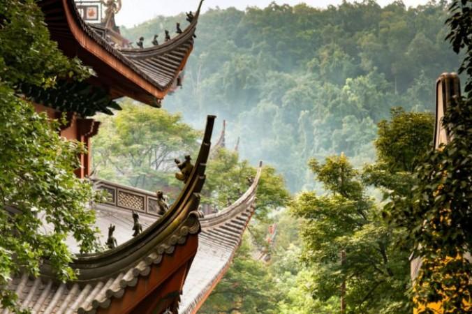 Монах Цзигун использовал сверхъестественные силы, чтобы наказать чиновника, который приказал рабочим снести башню Дабэй храма Линъинь. (Изображение: via Dreamstime.com © Nuvisage) | Epoch Times Россия
