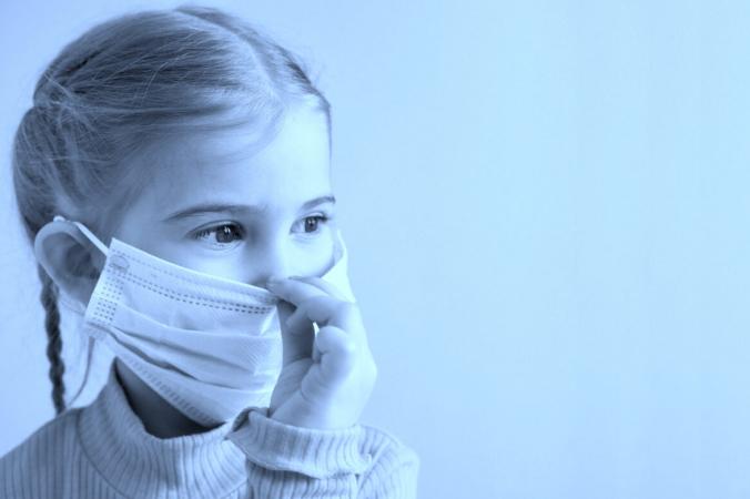 little girl with mask copy 1200x780 1 676x450 1 - Врач Коллин Хубер: Исследование данных по COVID-19