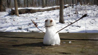 НаЧукотке 1июля дети слепили снеговиков