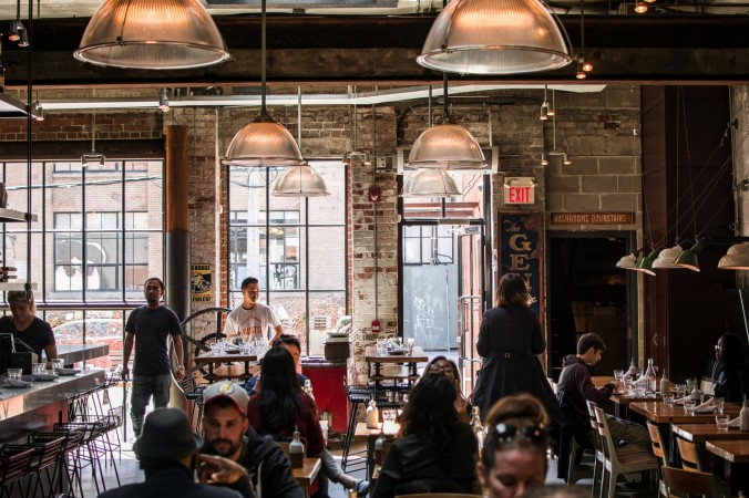 В США ресторан закрылся на «день доброты» после оскорблений его сотрудников посетителями