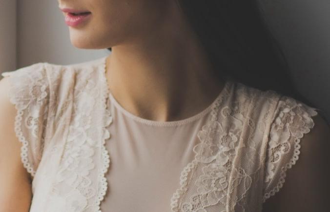 Как избавиться от морщин на шее: косметика, упражнения, салонные процедуры