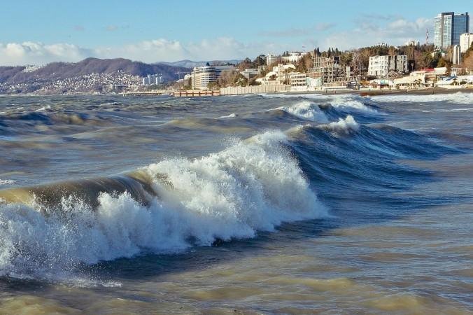 За сутки в Крыму утонули пять человек во время шторма