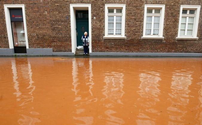 Около 114000 домохозяйств в Западной Германии остались без электричества после наводнений