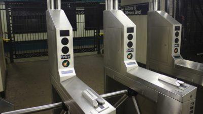Власти Москвы тестируют в метро систему оплаты проезда с помощью распознавания лиц