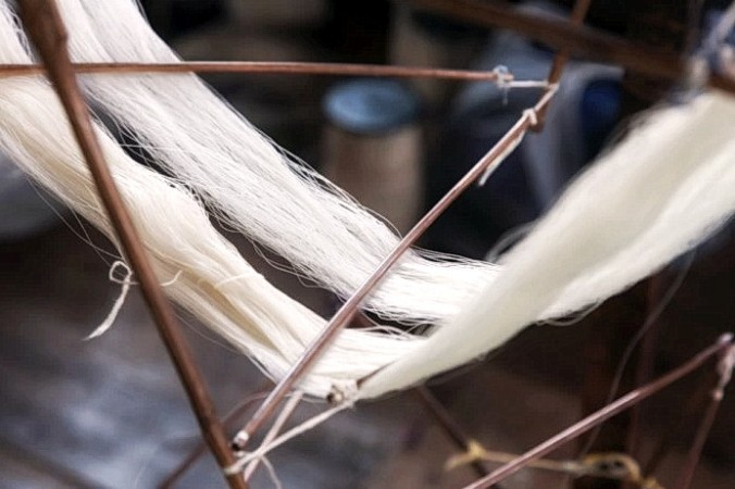 weaving silk 2021 07 15 1243 696x461 0 676x450 1 - Шёлковое ткачество ― одно из величайших изобретений древнего Китая