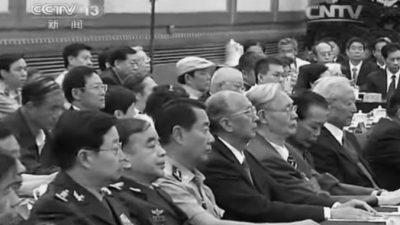 Китайские чиновники не любят, когда в кадр попадают их большие животы