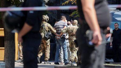 Украинская полиция задержала человека, который угрожал взорвать гранату в здании правительства