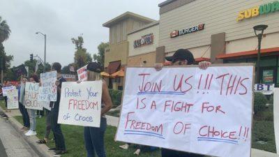 Медицинские работники протестуют против обязательной вакцинации вКалифорнии