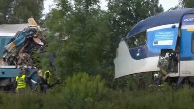 В Чехии столкнулись два пассажирских поезда. Машинисты погибли (Видео)