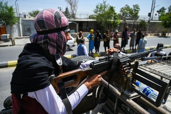 Патрулирование талибами улиц Кабула, 16 августа 2021 год. Photo by WAKIL KOHSAR/AFP via Getty Images   Epoch Times Россия