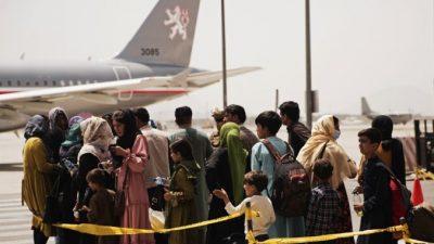 Более 18 тыс. человек эвакуированы из аэропорта Кабула