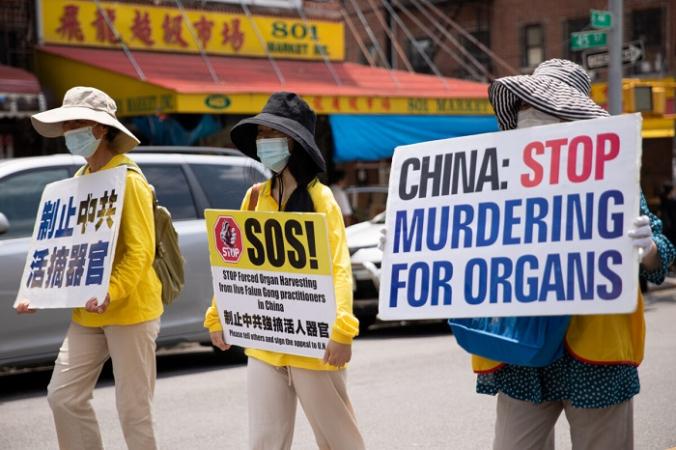 Последователи Фалуньгун в параде, посвящённом 22-й годовщине преследования Фалуньгун в Китае, в Бруклине, штат Нью-Йорк, 18 июля 2021 г. (Chung I Ho / The Epoch Times) | Epoch Times Россия