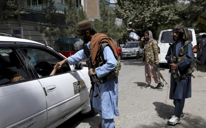 Экстремисты Талибана занимают блокпост в Кабуле, Афганистан, 18 августа 2021 г. Rahmat Gul/AP Photo / AP Photo   Epoch Times Россия