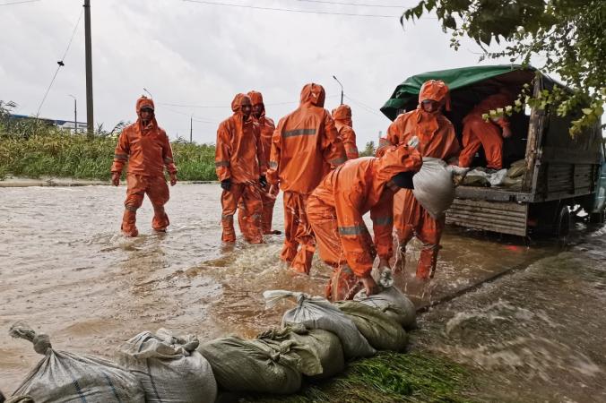 В Крыму продолжается работа по ликвидации последствий прохождения комплекса опасных метеоявлений. 82.mchs.gov.ru/CC BY 4.0 | Epoch Times Россия