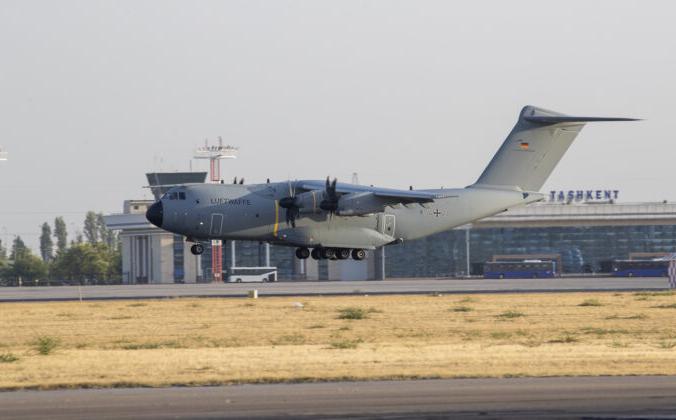 В аэропорт Ташкента прибывает военный самолёт с эвакуированными из Кабула людьми, Ташкент, Узбекистан, 17 августа 2021 г. Marc Tessensohn/Bundeswehr via Getty Images   Epoch Times Россия