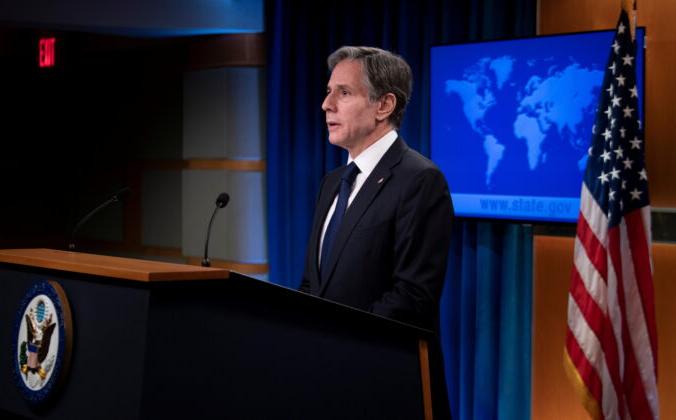 Госсекретарь США Энтони Блинкен рассказывает о программах для афганцев, которые помогали США, во время брифинга в Государственном департаменте в Вашингтоне 2 августа 2021 г. Brendan Smialowski/Pool via Reuters | Epoch Times Россия