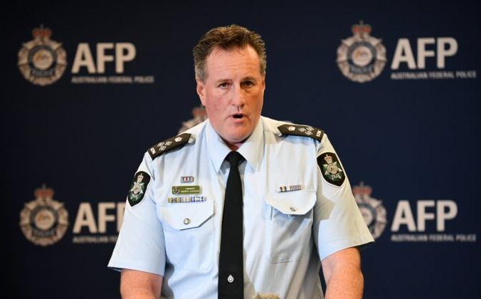 Исполняющий обязанности помощника комиссара федеральной полиции Австралии (AFP) Эндрю Донохо выступает перед представителями СМИ в штаб-квартире AFP в Брисбене, 2 августа 2021 г. AAP Image / Dan Peled   Epoch Times Россия