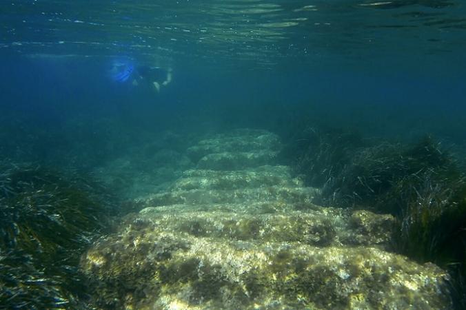Затопленные развалины древней гавани рядом с древним городом Аматус на востоке от средиземноморского острова Кипр, 1 июля 2021 г. (Петрос Караджиас / AP Photo) | Epoch Times Россия