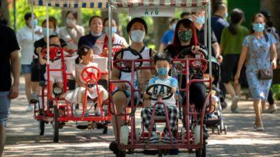 Китайские власти поощряют пары заводить третьего ребёнка нафоне надвигающегося демографического кризиса