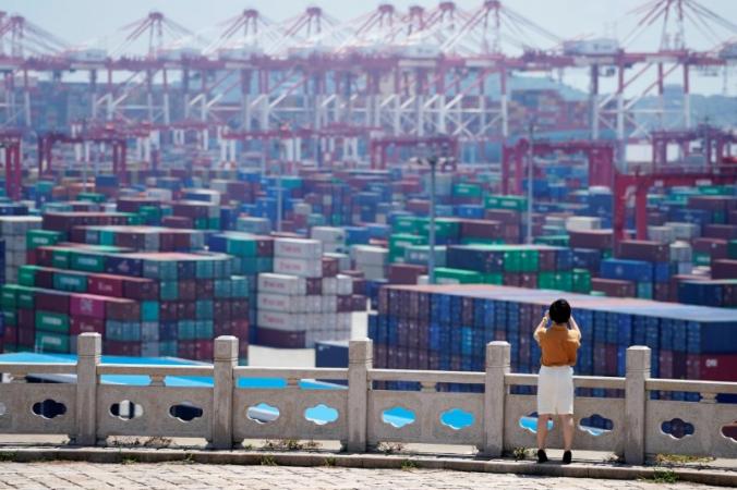 Контейнеры в глубоководном порту Яншань в Шанхае, Китай, 6 августа 2019 г. (Aly Song / Reuters) | Epoch Times Россия