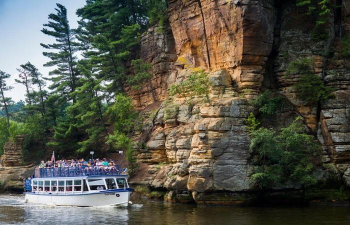 Туристы осматривают красоты реки Висконсин и ее окрестностей. (Предоставлено Бюро по туризму и конгрессам штата Висконсин Деллс)  | Epoch Times Россия