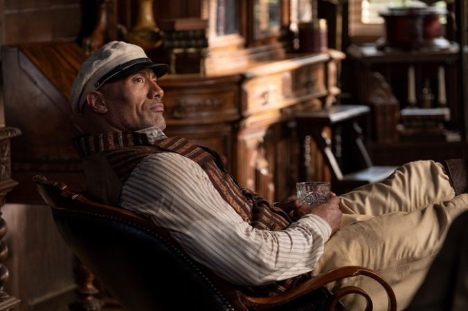 Дуэйн Джонсон играет в «Круизе по джунглям» менее симпатичного персонажа, чем те, к которым привыкли его поклонники. (Кинофильмы Walt Disney Studios) | Epoch Times Россия