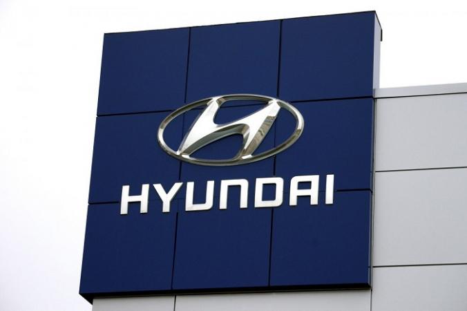 Логотип Hyundai возле автосалона Hyundai в Голдене, штат Колорадо, 3 ноября 2014 г. (Рик Уилкинг / Фото из архива / Reuters) | Epoch Times Россия