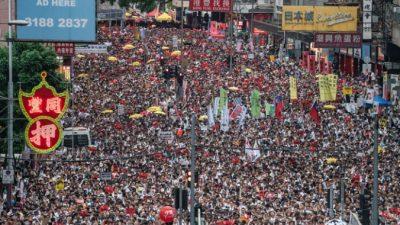 Международные правозащитные группы обеспокоены роспуском Гонконгского Фронта гражданских прав человека на фоне полицейского расследования