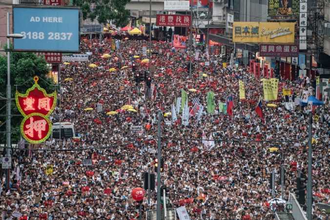 Протестующие принимают участие в митинге в Гонконге 1 июля 2019 г. Vincent Yu/AP Photo | Epoch Times Россия