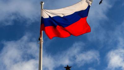 с 1 сентября в школах РФ начнут поднимать государственный флаг